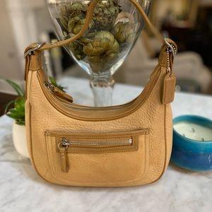 VINTAGE LEATHER COACH SMALL SHOULDER BAG!🤎